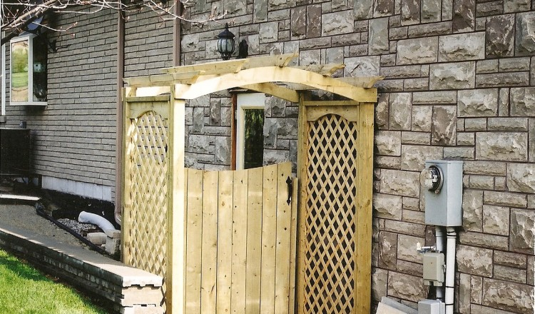 residential wood fence gate installation